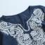 เสื้อเบลาส์คอวีแขนสั้น ปักแต่งลาย (มีให้เลือก 2 สี) thumbnail 4