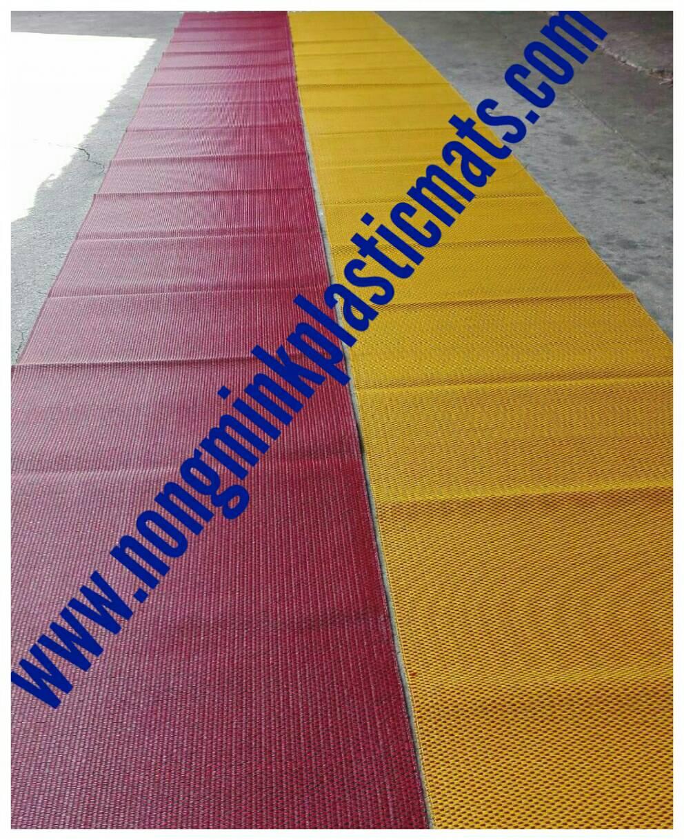 เสื่อพลาสติกถวายวัด ลายกระจับดำแดง ขนาดกว้าง 90cm.xยาว8m.กุ้นขอบผ้า