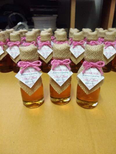 น้ำผึ้ง บรรจุในขวดเหล้าเล็ก
