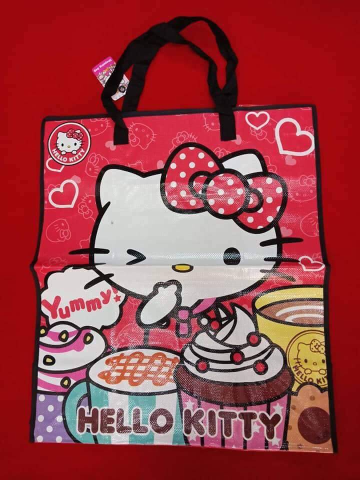 กระเป๋ากระสอบ ลายลิขสิทธิ์ Hello Kitty คิตตี้ มีซิป ไซส์ใหญ่ ขนาด 65*55*30 Cm. ราคาส่ง 95บาท