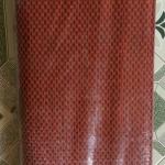 เสื่อพลาสติกถวายวัด ขนาด กว้าง 90 cm.xยาว 20 เมตร (ลายดำแดง)