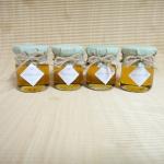 น้ำผึ้ง บรรจุในขวดแบรนด์เล็ก ตกแต่งผ้า
